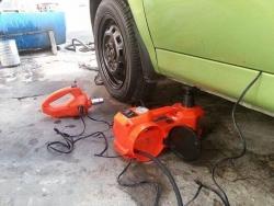 Dụng cụ thay lốp xe ô tô đa năng